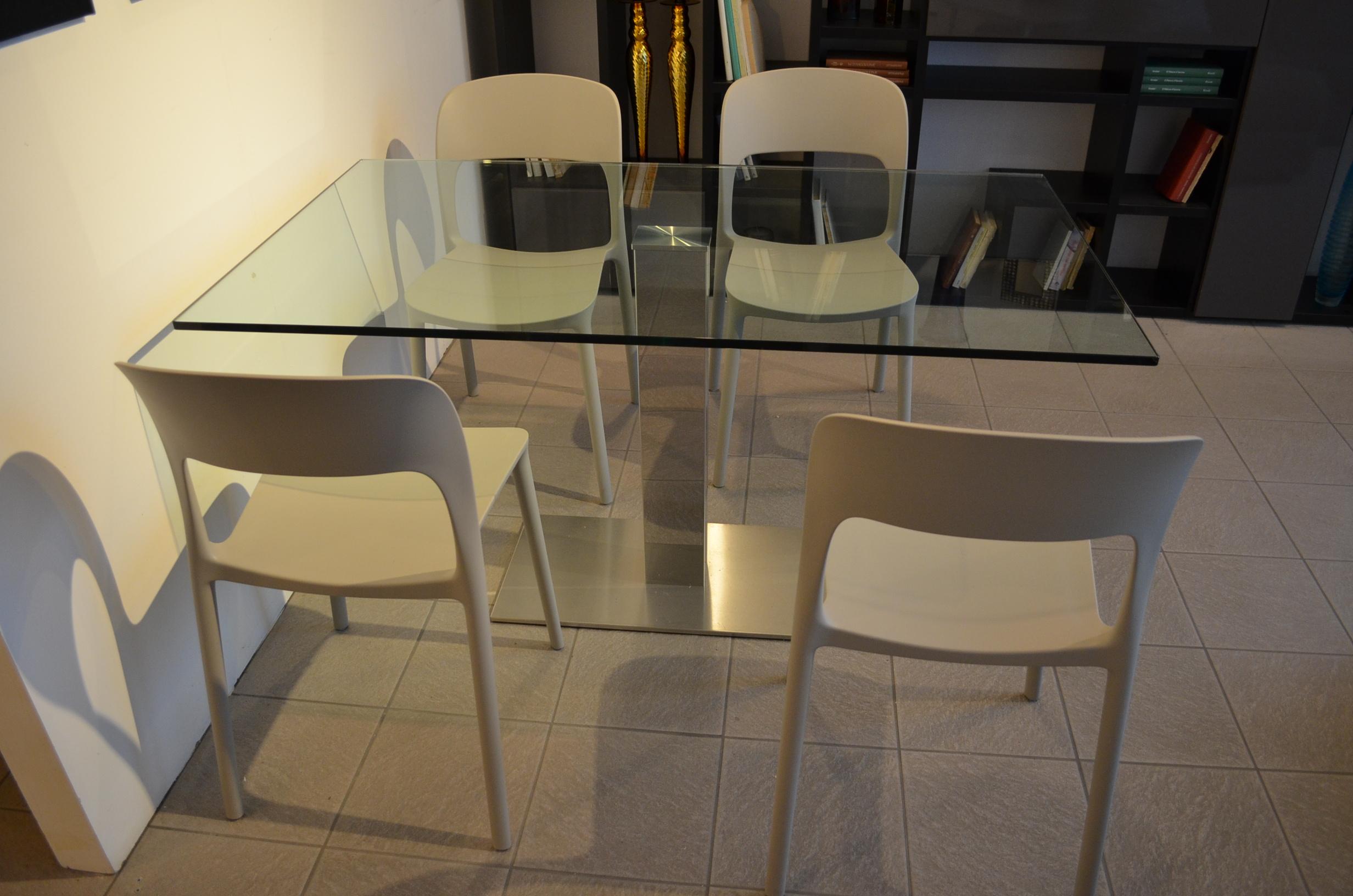 Metodo interni arredamenti piacenza tavolo fisso con - Tavoli in cristallo allungabili cattelan ...